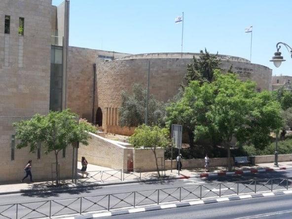 למכירה דירה לשיפוץ 3 חדרים במלך ג'ורג' ירושלים