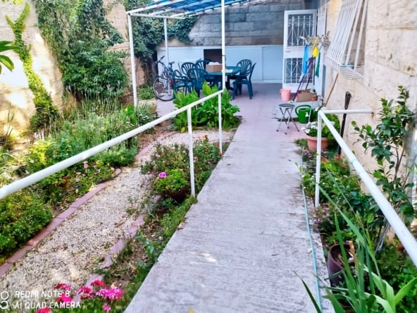 דירת גן ברחוב בורלא שכונת ניות ירושלים למכירה